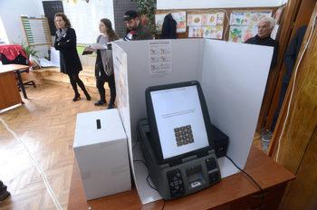В съда е постъпила жалба срещу избора на доставчик на машините за гласуване