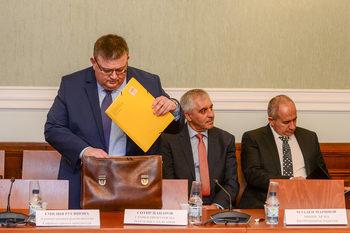 Цацаров разпореди проверки по някои от публикациите за придобитите апартаменти