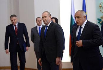 След скандалите: Борисов отслабва, Радев изглежда по-силен