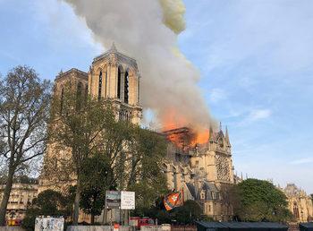 """ЮНЕСКО: Заедно с Франция ще възстановим """"Нотр Дам"""""""