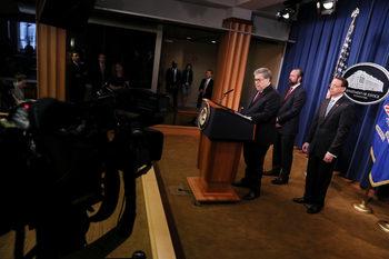 """Докладът на Мюлър: Русия се е намесила в изборите, но без """"осъзнатата помощ"""" на американци"""