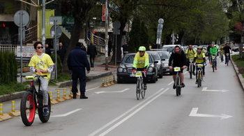 София кара колело