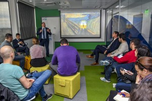 ОББ и ДЗИ отварят лаборатория за иновации SurfStudio