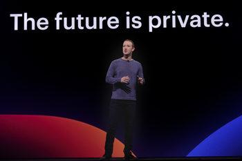 Facebook се насочва към повече поверителност, групи и общности
