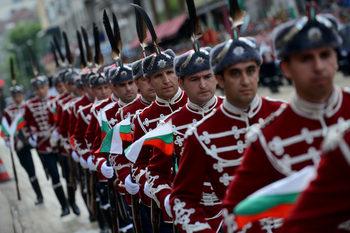 България отбелязва Деня на храбростта – 6 май, с традиционен парад и ретро техника