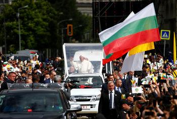 Фотогалерия: Пазете се от сивия прагматизъм – първият ден на папа Франциск в България