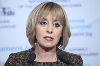 Мая Манолова предлага промени в закона заради проблемите с Търговския регистър