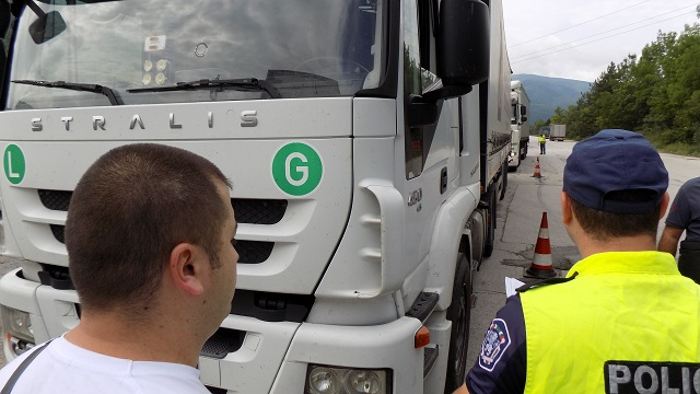 Невнимателна шофьорка блъсна мотоциклетист в Габрово