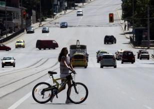 Пешеходци, велосепидисти и шофьори – бъдете внимателни през лятото!