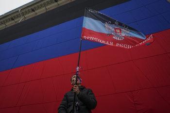 Русия започна да издава паспорти за жители на Донбас