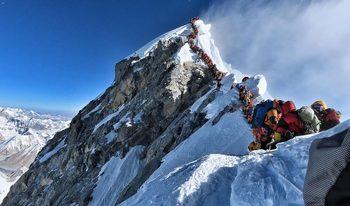 Задръстване под Еверест: какви са изводите след смъртоносния сезон в Хималаите