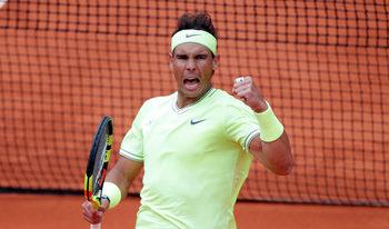 """Надал отказа Федерер и продължи уверено към 12-ия си финал на """"Ролан Гарос"""""""