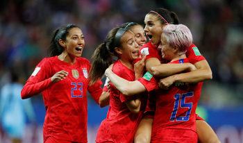 Трябваше ли да се спрат: как безмилостна победа на американките предизвика коментари