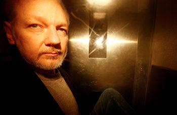 Британското правителство разреши екстрадиция на Асанж в САЩ, очаква се решение на съда