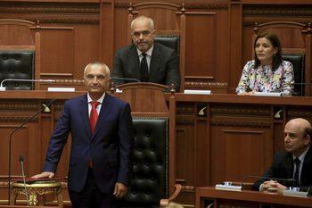 Албанският парламент повторно насрочи за 30 юни изборите, които президентът отмени