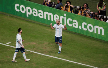 Аржентина победи Катар и хвана влака за четвъртфиналите в Копа Америка
