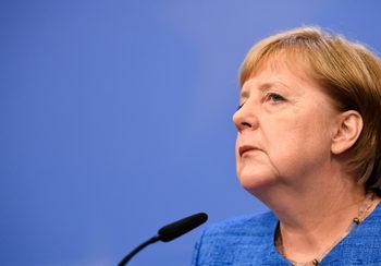 Борбата с десния екстремизъм трябва да се води без табута, настоя Меркел