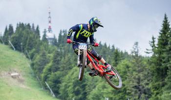 Фотогалерия: Адреналин и екстремно велосъстезание в Пампорово
