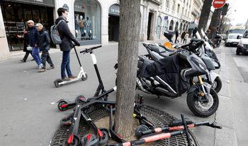 Париж ще глобява със 135 евро за каране на електрически тротинетки по тротоара