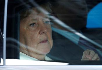 """Бунт в ЕНП срещу Меркел и """"кандидата от Осака"""" Тимерманс"""