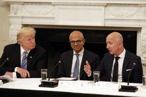 """Amazon и Microsoft се борят за създаването на """"военен облак"""" за Пентагона"""