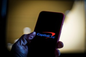 Хакването на банковия холдинг Capital One доведе до изтичането на данни за 106 милиона души