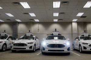 """Въпреки големите надежди, автономните автомобили са """"надалеч в бъдещето"""""""