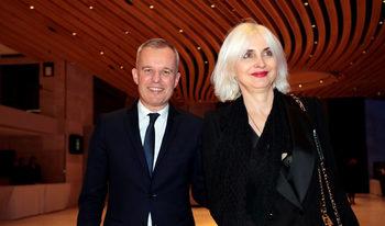Омари и скъпи вина може да съборят френски министър