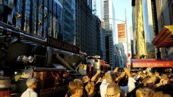 Видео: В Манхатън токът спира, шоуто – не