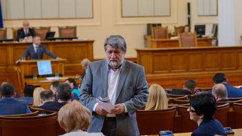 Който драска по паметник е престъпник, обяви Вежди Рашидов