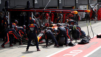 """Не мигайте: """"Ред бул"""" и най-бързият питстоп в историята на Формула 1 (видео)"""