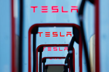 """Тесла"" променя цената на моделите 3, Екс и Ес"