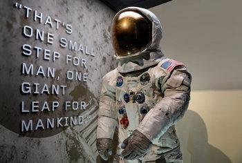 Скафандърът на Нийл Армстронт беше изложен в музей за пръв път от 13 години
