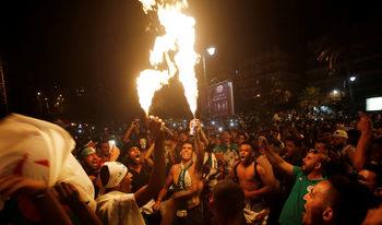 Фотогалерия: Париж и Лондон празнуват победата на шампиона на Африка