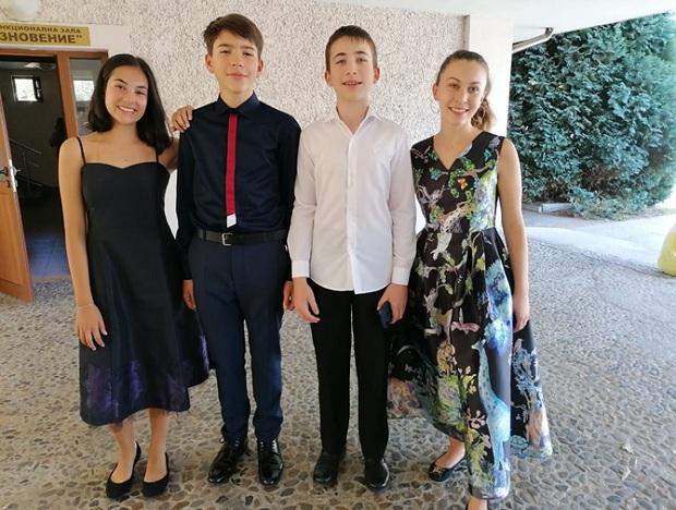 """Две специални и 4 първи награди за пианистите на МК """"Весела"""""""