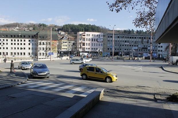 """Изключват светофарите пред """"Балкан"""", сменят ги с нови"""