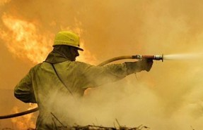 Пожари в сухи треви и сметища и самозапалил се комбайн гасиха плевенските огнеборци вчера