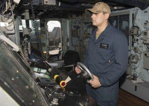 Щатският флот се отказва от екраните с докосване за свои кораби