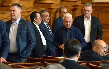 Парламентът търси кой да застрахова живота на 240 депутати