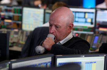 Дълговите пазари вещаят рецесия в САЩ и Великобритания