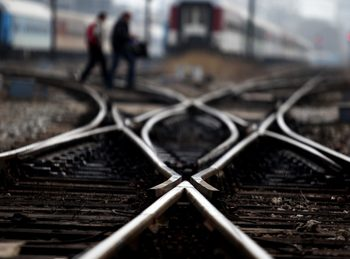 Защо се бавят бързите влакове