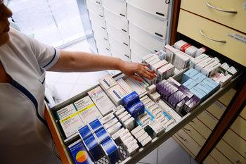Близо 1300 аптеки още нямат механизъм да следят дали не продават фалшиви лекарства