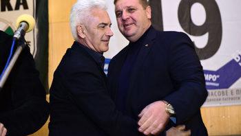 Според Сидеров Каракачанов ще вземе комисионна за продажбата на имоти, но не можел да го докаже