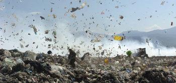 Жителите на Шишманци настояват инсталацията за преработка на отпадъци да спре