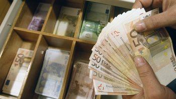 Как еврочиновници получават съмнителни, но законни надбавки