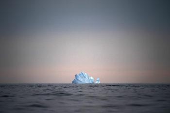 В Арктика се разиграва лош театър