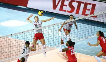 Волейболистките стартираха европейското с петсетова драма с Франция