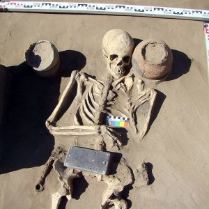 """Археолози откриха """"iPhone"""" на 2100 години"""