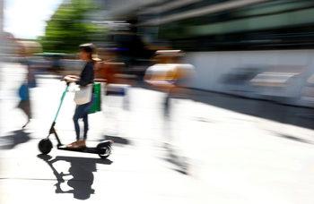Правилата за е-тротинетките ще са като за велосипедите