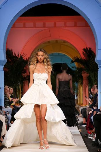 Фотогалерия: Мода, вдъхновена от родината на Оскар де ла Рента